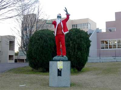 [写真]サンタクロース大気像